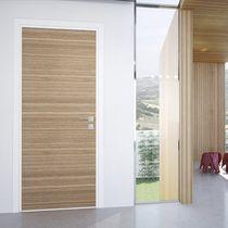 Porte d'interieur / battante / en bois / de sécurité