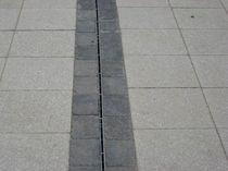 Caniveau pour espace public / en acier inox / à fente latérale