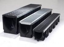 Caniveau pour espace public / en polypropylène / avec grille / à fente