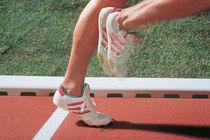 Caniveau pour terrain de sport / en béton de résine / avec grille / à fente latérale
