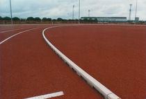 Caniveau pour terrain de sport / en béton de résine / avec grille