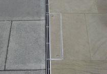 Caniveau pour espace public / en métal / à fente