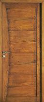 Porte d'interieur / battante / en bois massif