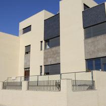 Brique perforée / pour façade / blanche / surcuite