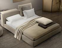 Lit double / contemporain / tapissé / avec tête de lit inclinable