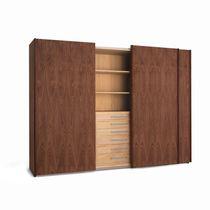 Armoire contemporaine / en bois / en verre laqué / à porte coulissante