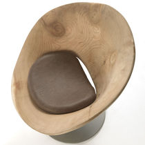 Fauteuil contemporain / en bois massif / en cèdre / en fer