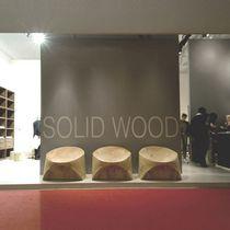 Chauffeuse contemporaine / en bois massif / en cèdre / par Karim Rashid