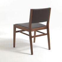 Chaise contemporaine / avec accoudoirs / en bois / en cuir
