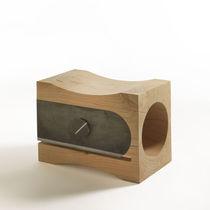 Tabouret design original / en bois massif / en métal / en cèdre