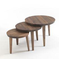 Table gigogne contemporaine / en bois massif / ronde