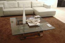 Table basse contemporaine / en bois massif / en verre trempé / en cristal