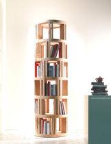 Bibliothèque haute / contemporaine / en bois massif / en cèdre