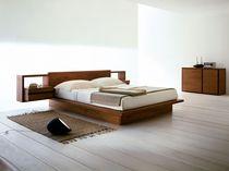 Commode contemporaine / en bois massif