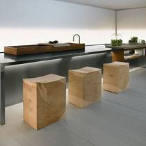 Tabouret contemporain / en bois massif / en cèdre / de jardin