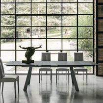 Table contemporaine / en verre trempé / en métal peint / en métal brossé