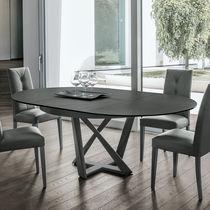 Table contemporaine / en MDF laqué / en verre trempé / en métal peint