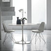 Table à manger contemporaine / en métal peint / en MDF laqué / en verre trempé