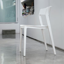 Chaise contemporaine / en polypropylène