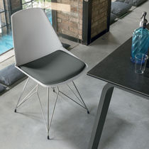 Chaise contemporaine / tapissée / en métal peint / en polypropylène