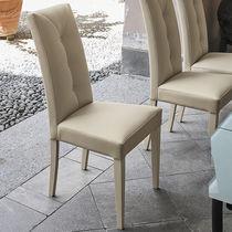 Chaise de salle à manger contemporaine / en bois laqué / en bois / tapissée