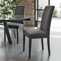Chaise contemporaine / tapissée / avec dossier haut / en bois