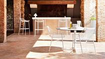 Table contemporaine / en métal / ronde / de jardin