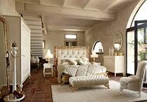 Lit double / de style / en tissu / avec tête de lit tapissée
