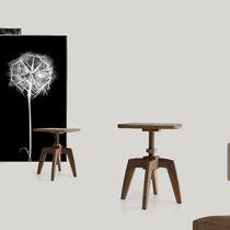 Table d'appoint contemporaine / en bois / ronde / hauteur réglable