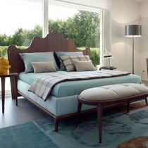 Lit double / classique / avec tête de lit / tapissé