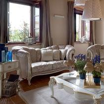 Canapé de style / en bois / en tissu / 2 places