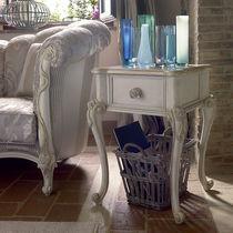 Table d'appoint de style / en bois laqué / carrée / avec tiroir