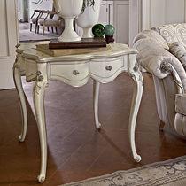 Table d'appoint de style / en bois laqué / carrée / argentée