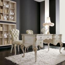 Bureau en bois laqué / de style