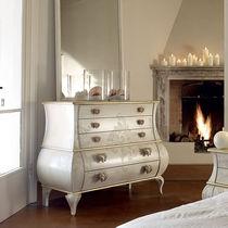 Commode de style / en bois laqué / blanche