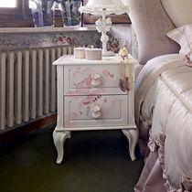 Table de chevet de style / en bois laqué / pour fille / blanche