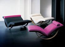 Chaise longue contemporaine / en tissu / en métal / à bascule