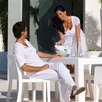 Chaise de jardin contemporaine / 100% recyclable / en polyéthylène