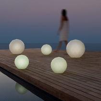 Lampe de sol / contemporaine / en polyéthylène / de jardin