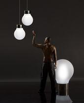 Lampe sur pied / contemporaine / en polyéthylène / de jardin