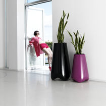 Pot de jardin en polyéthylène / par Karim Rashid