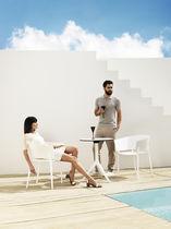Table contemporaine / en polyéthylène / ronde / de jardin