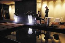Table design organique / en bois / carrée / de jardin