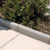 Bordurette de jardin / en béton / linéaire / horizontale