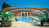 Abri de piscine haut / télescopique / en bois / avec actionnement manuel