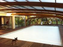 Abri de piscine adossé / en bois / avec actionnement manuel