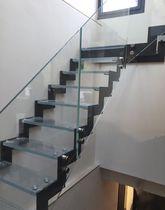 Escalier quart tournant / marche en verre / structure en acier / sans contremarche