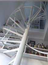 Escalier en colimaçon / hélicoïdal / circulaire / marche en métal