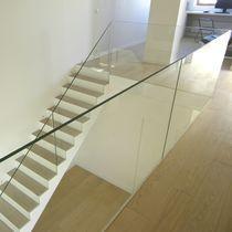 Garde-corps en verre / à panneaux en verre / d'intérieur / pour escalier