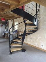 Escalier en colimaçon / hélicoïdal / circulaire / marche en chêne